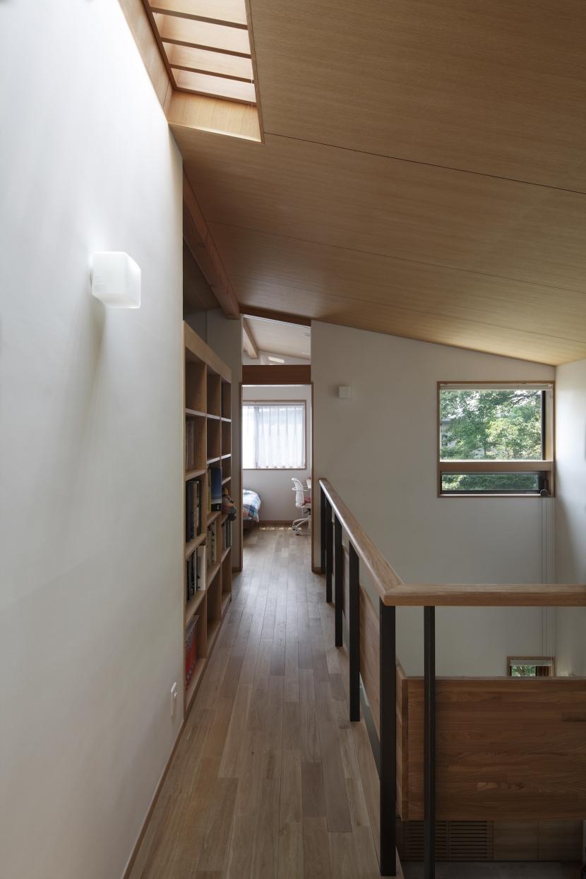 緑陰を愉しむ家 (2階ホール)