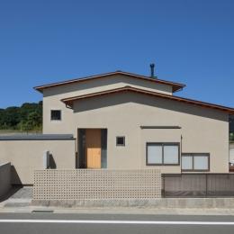 連屋根の家 (外観)