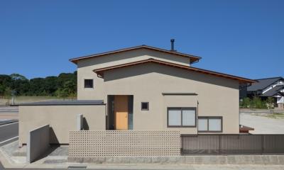 連屋根の家