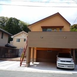 玄関アプロチ側から見た外観 (家族のための大空間と蔵のある家)