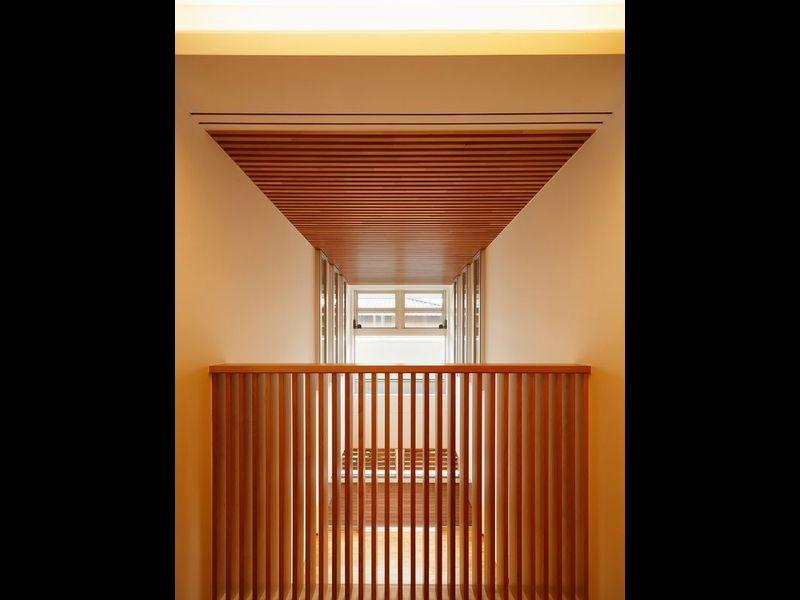 中百舌鳥の家の部屋 2階廊下から見た吹抜