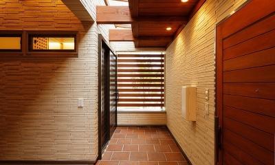 玄関ポーチと天窓|中百舌鳥の家