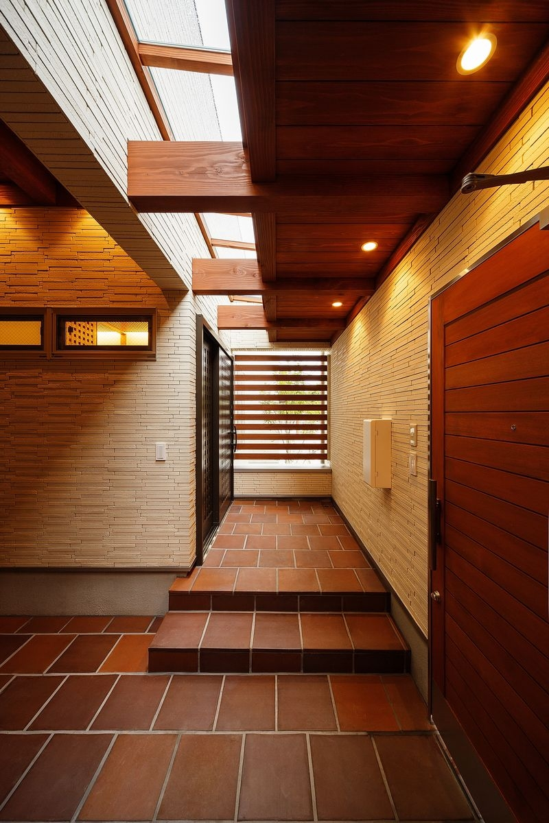 中百舌鳥の家の写真 玄関ポーチと天窓