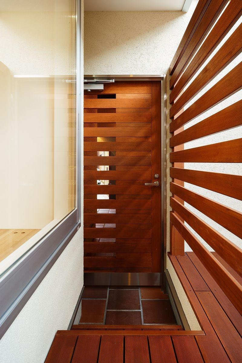 中百舌鳥の家の部屋 ウッドデッキテラスの出入口