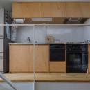 『』の家|鉄骨狭小スキップフロアのガレージハウス【大阪市】の写真 ラワン合板貼のシンプルな製作キッチン