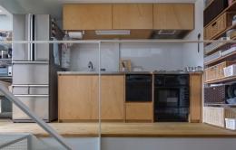『』の家 (ラワン合板貼のシンプルな製作キッチン)