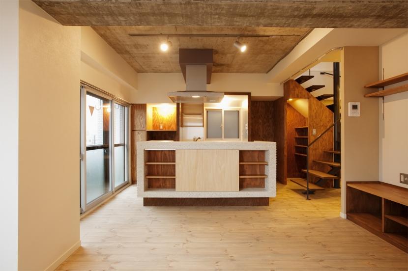 I邸・昭和時代の喫茶店のようないえの写真 ダイニングキッチン