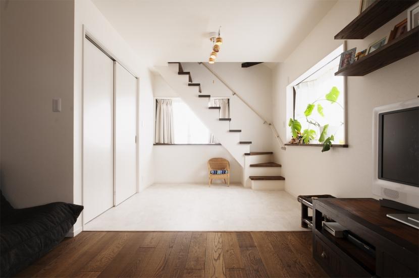 SE邸・実家の2階が大変身 大好きなインテリアで楽しく住もうの写真 リビングと階段