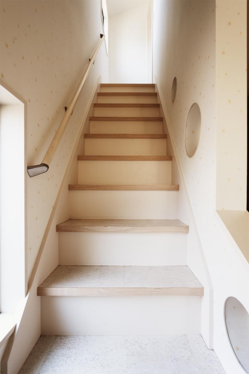 SE邸・実家の2階が大変身 大好きなインテリアで楽しく住もうの部屋 階段
