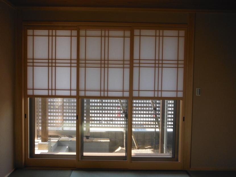 坪庭を持つひのき造りの風呂の家の部屋 和室