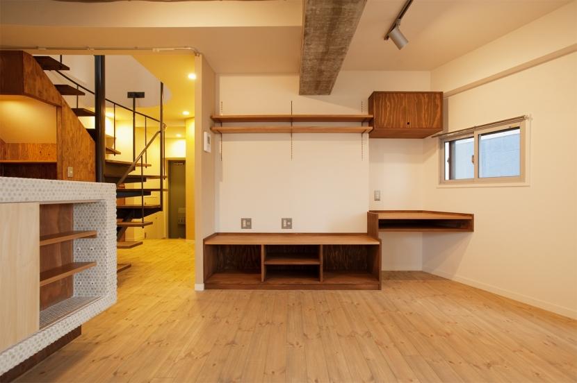 I邸・昭和時代の喫茶店のようないえ (リビング(家具なし))