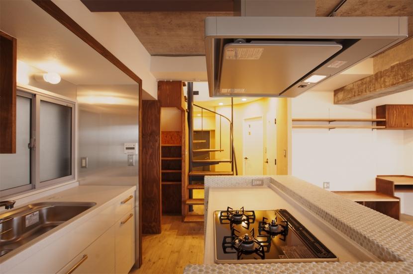 I邸・昭和時代の喫茶店のようないえの写真 キッチン