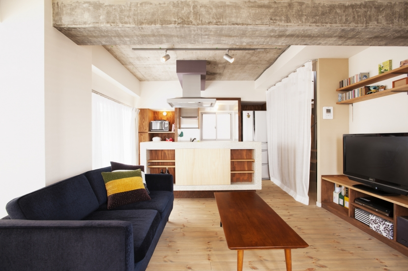 I邸・昭和時代の喫茶店のようないえの写真 LDK(家具有り・カーテン有り)