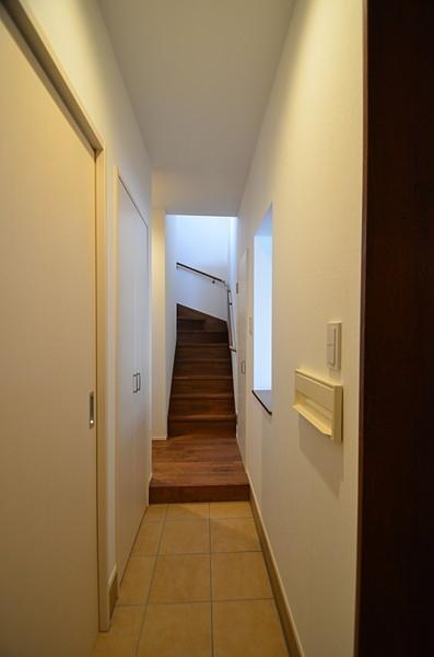 敷地30坪のリノベーション (玄関)