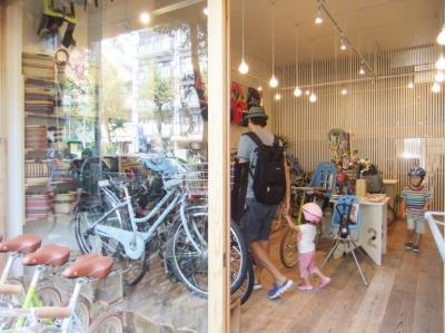 西早稲田自転車店リピト・イシュタール2号店 (自転車店舗 木製ルーバー)