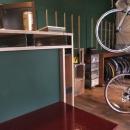 自転車店舗 木製カウンター