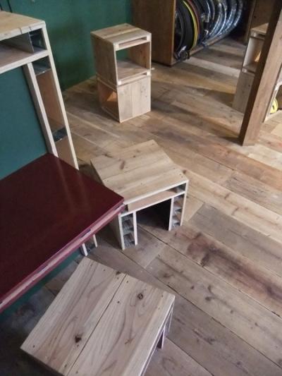 西早稲田自転車店リピト・イシュタール1号店 (自転車店舗 床と家具)