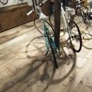 自転車店舗 自転車と床