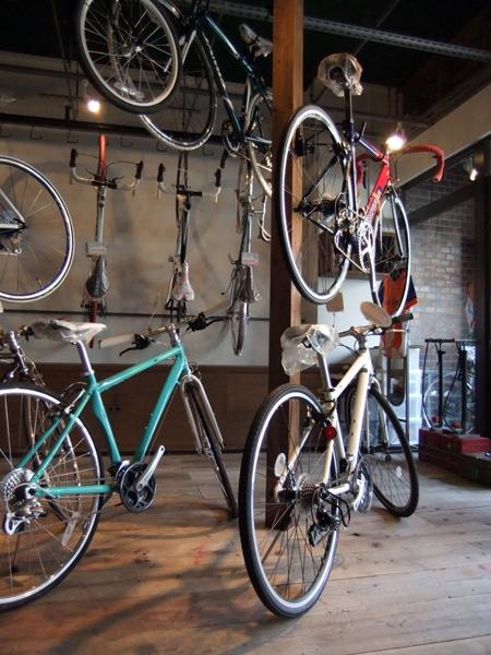 西早稲田自転車店リピト・イシュタール1号店の写真 自転車店舗 自転車展示-2