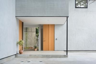 横須賀の家 (玄関)