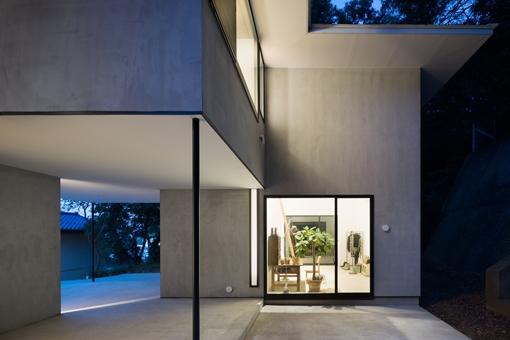 横須賀の家の部屋 外観(夜景)