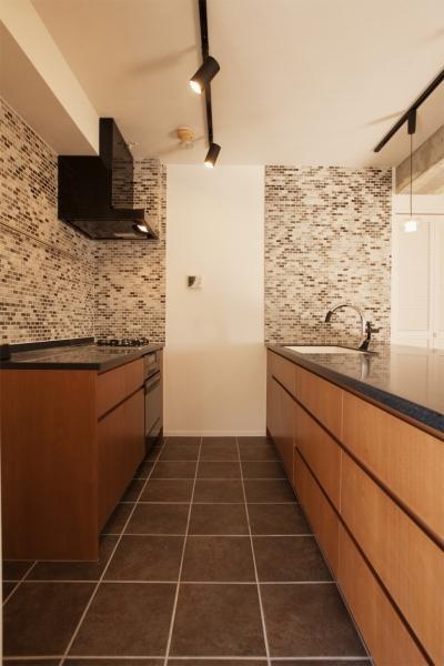キッチン (U邸・お料理もフラワーアレンジもみんなで楽しむお家)