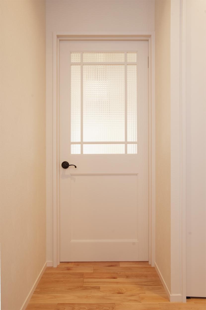 U邸・お料理もフラワーアレンジもみんなで楽しむお家の写真 ドア