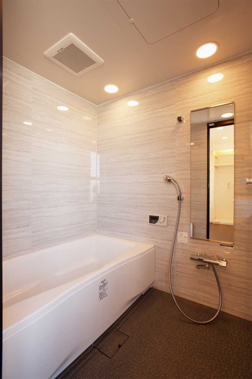 U邸・お料理もフラワーアレンジもみんなで楽しむお家の写真 浴室