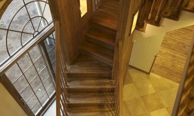 2階から階段を見下ろす|ザ・英国