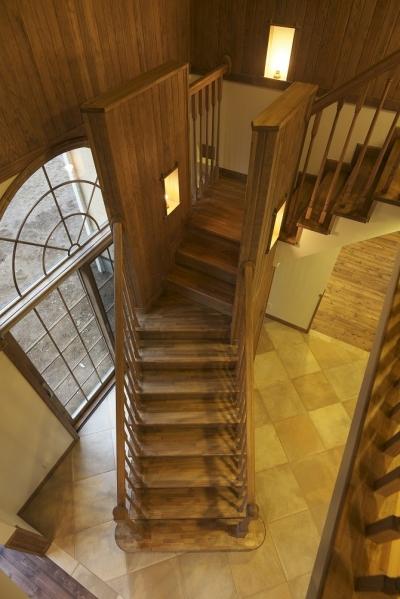 2階から階段を見下ろす (ザ・英国)
