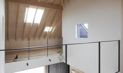 薪ストーブのある三角屋根の暮らしを楽しむ家(末広の家) (吹抜け)