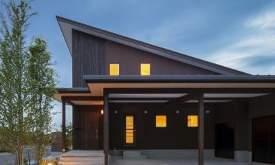 ヒカハウス~大きな片流れの屋根とおしゃれなカーポート~