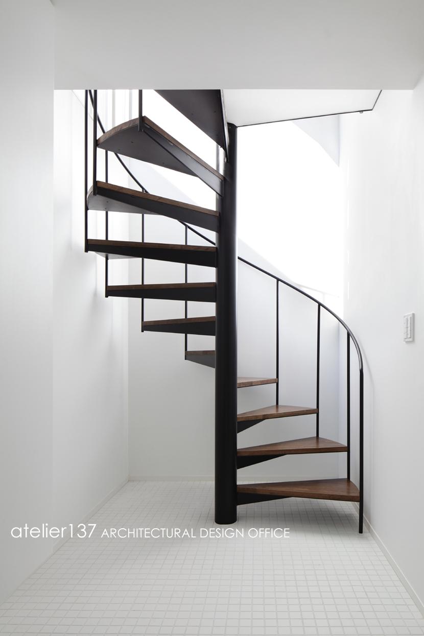 019軽井沢Mさんの家の部屋 らせん階段