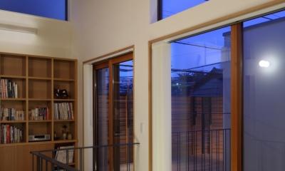 交差点に建つ光庭の家