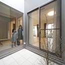 蔵とヴァイオリン室のある家の写真 光庭
