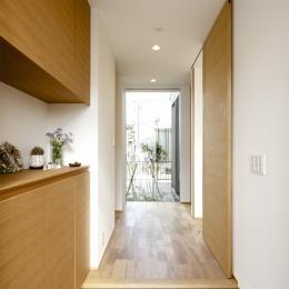 久居の家(夫婦で料理するアイランドキッチンの家) (玄関)