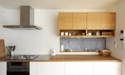 久居の家(夫婦で料理するアイランドキッチンの家) (キッチン1)