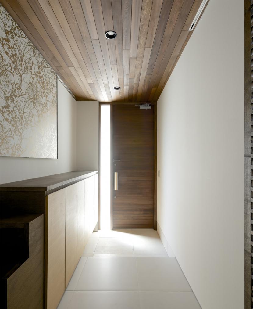 江南の家(プライベートテラスと蔵のある家)の部屋 玄関1