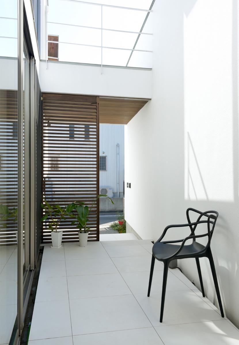 江南の家(プライベートテラスと蔵のある家)の部屋 テラス