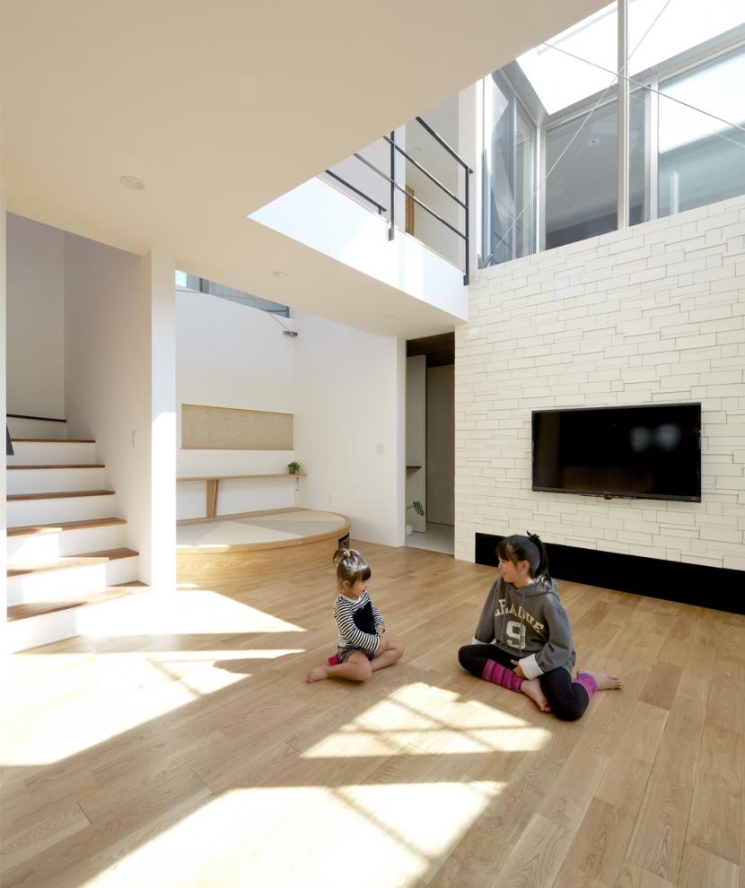 江南の家(プライベートテラスと蔵のある家)の部屋 リビング