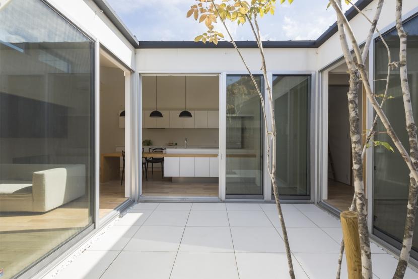 中庭のある平屋の家の写真 テラス