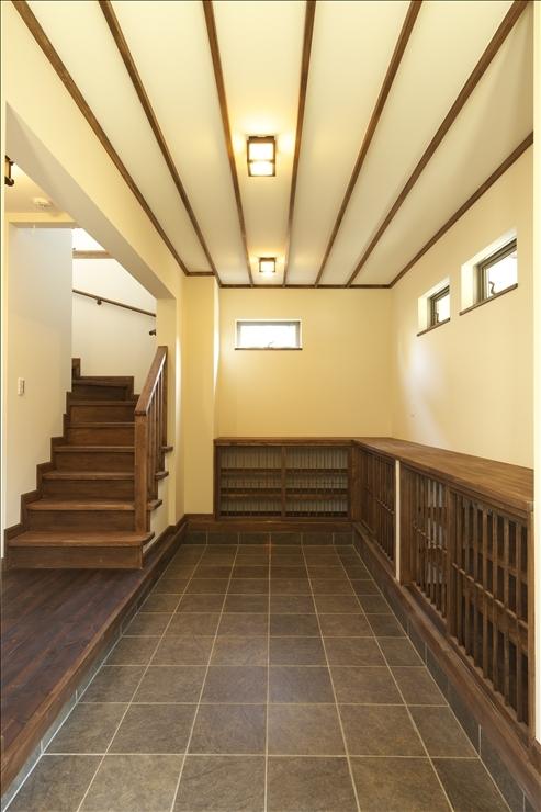 和楽3層住宅の写真 玄関ドアを開けた時の光景