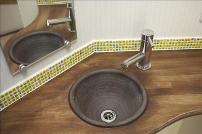 3階の手洗いカウンター (和楽3層住宅)
