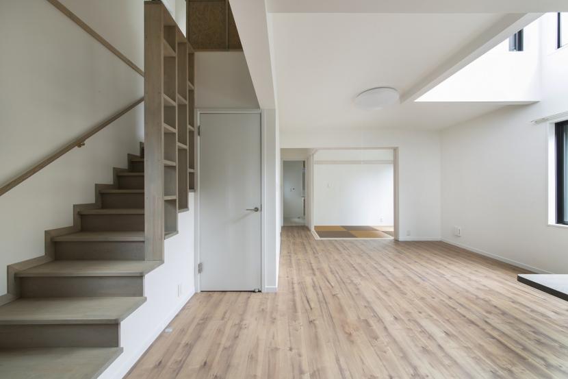 ヴァーティカル・ドリーミンの部屋 キッチンから和室のほうを見る
