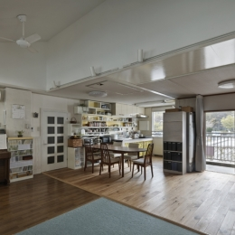 吹田山田のテラスハウス リノベーション|お孫さんが走り回る30畳のリビングを実現 (リビングダイニングキッチン)