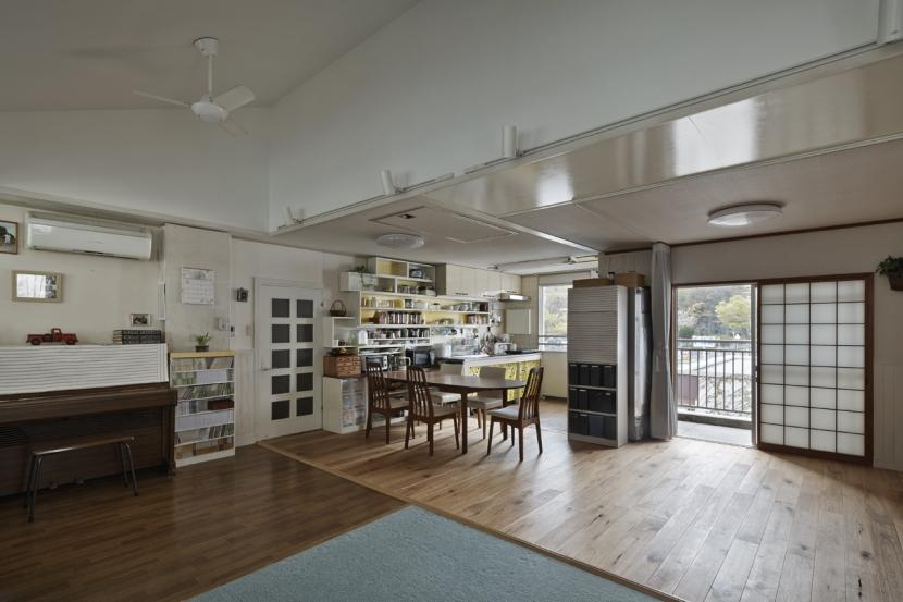 リビングダイニングキッチン (吹田山田のテラスハウス リノベーション|お孫さんが走り回る30畳のリビングを実現)