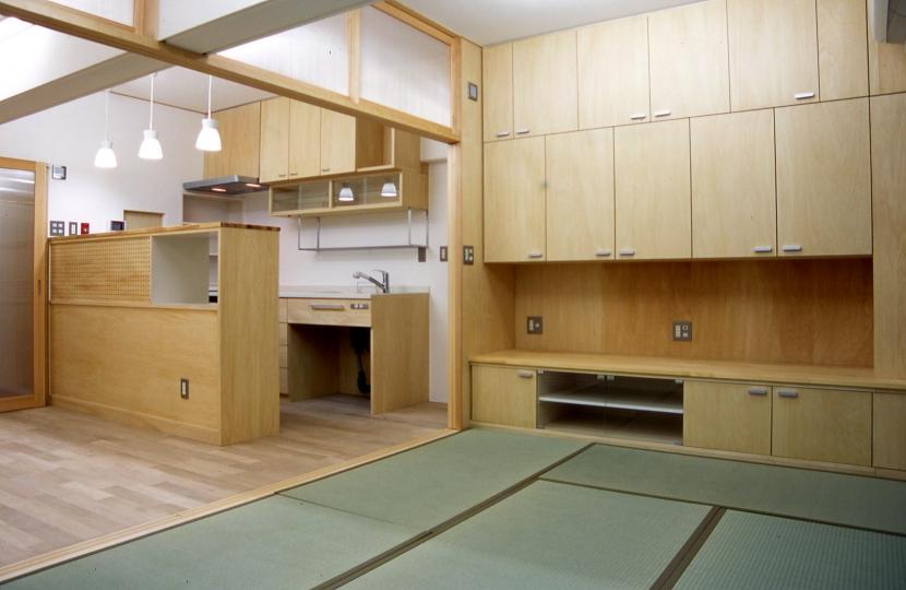 大阪の畳間のあるマンションリノベーション|昭和40年代築のマンションを明るく、ふんだんに木を使ったインテリアにリノベーション (リビングダイニングキッチン)
