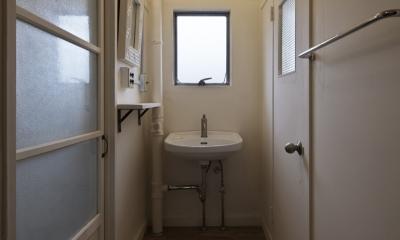 しんかな団地リペア くりの家|いい団地だからなおして暮らす。古きよき団地をめでるリノベーション。 (洗面室)