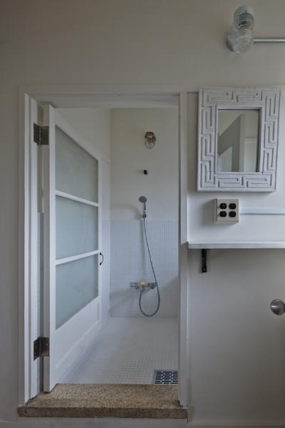 脱衣室 (しんかな団地リペア くりの家|いい団地だからなおして暮らす。古きよき団地をめでるリノベーション。)