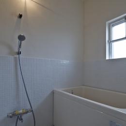 しんかな団地リペア くりの家|いい団地だからなおして暮らす。古きよき団地をめでるリノベーション。 (浴室)